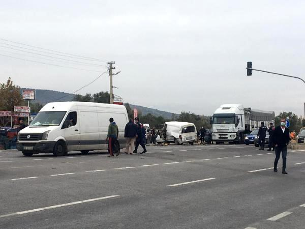 Harfiyat kamyonu 11 araca çarptı o anlar güvenlik kamerasına yansıdı