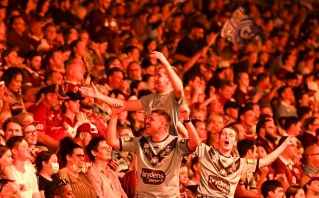 Koronavirüsü dize getiren Avustralya'da 52 bin kişi rugby maçını tribünden takip etti