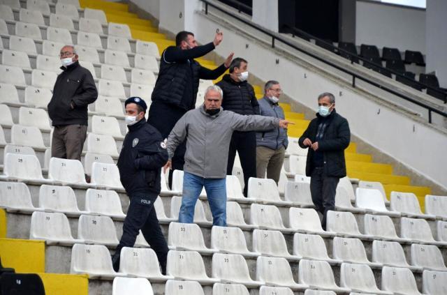Nazilli Belediyespor'a 2-0 yenilen Çengelköyspor yöneticileri, maç sonu gazetecilere hareket çektiler