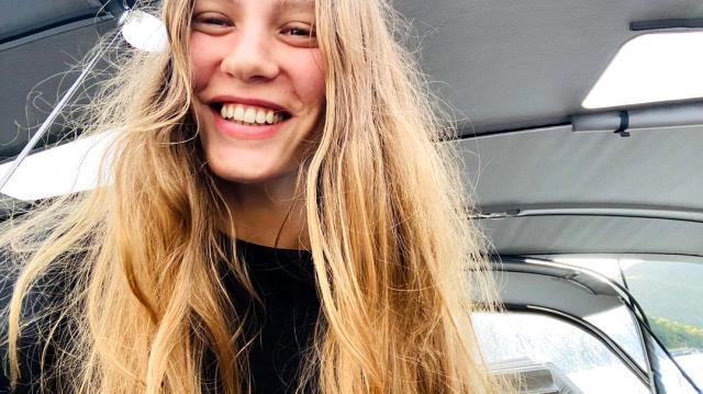 Serenay Sarıkaya makyajsız pozlarını paylaştı, sosyal medya yıkıldı