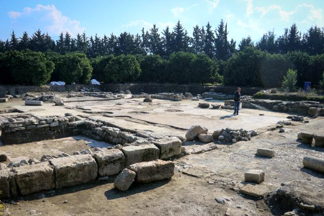 Bahçesine fidan dikerken 6. yüzyıla ait kilise buldu