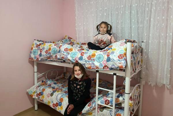 Banyosuz, toprak damlı evde yaşam mücadelesi veren 7 kişilik aile yeni evlerine kavuştu
