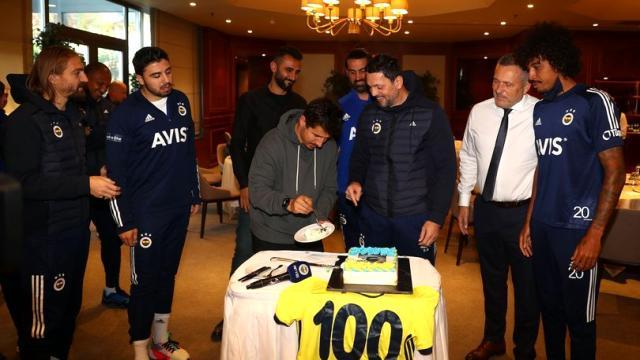 G.Birliği maçıyla 100. maçına çıkacak Erol Bulut'a sürpriz kutlama yapıldı