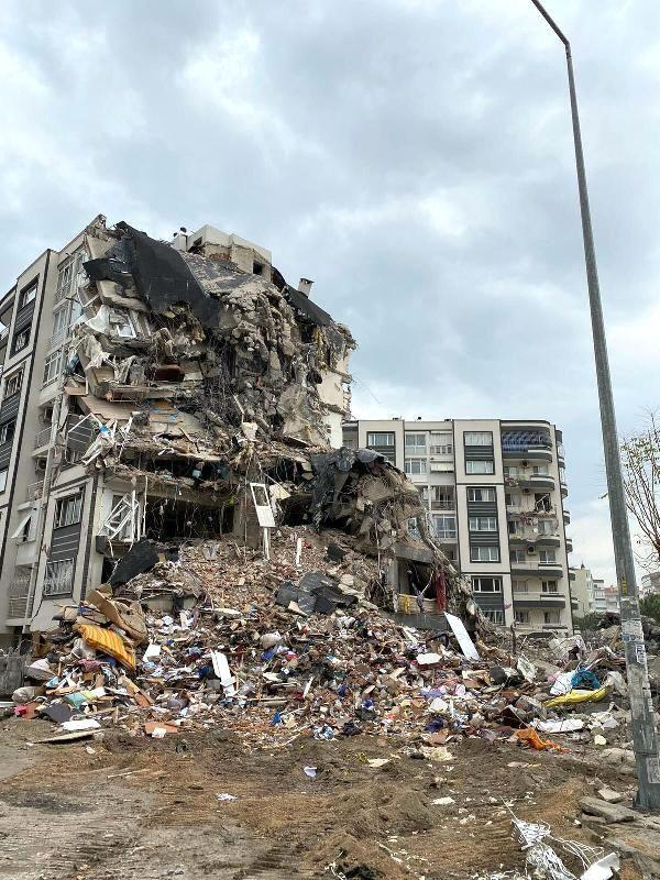 İzmir'i vuran depreminin ardından moloz çıkmazı