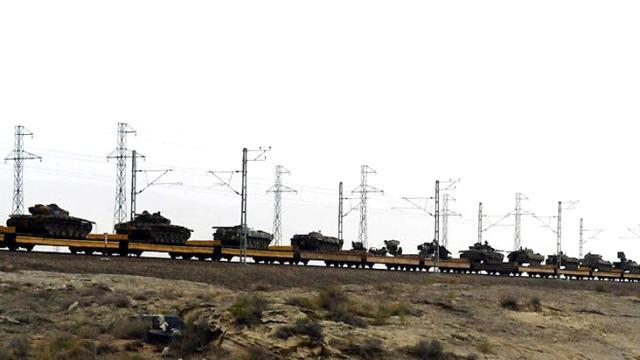 Trenin ucu bucağı görünmüyor! Ermenilerden ele geçirilen tank ve toplar Bakü'ye götürüldü