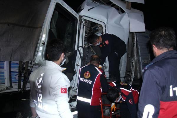 Burdur'da kamyonlar çarpıştı: 1 ölü