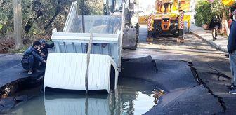 Geri Geri: Asfalt patladı içine kamyonet düştü; araçtaki işçiler boğulmaktan son anda kurtuldu