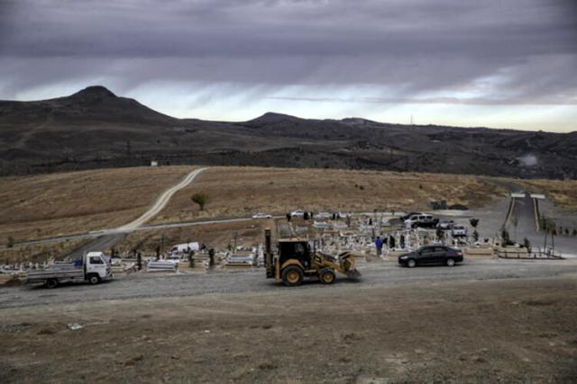 Koronadan hayatını kaybedenlerin defnedildiği Ortaköy Mezarlığı'nda yeni mezarlar açılıyor