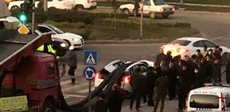 Mardin: Mardin'de tonlarca inşaat demiri ışıkta bekleyen aracın üstüne düştü