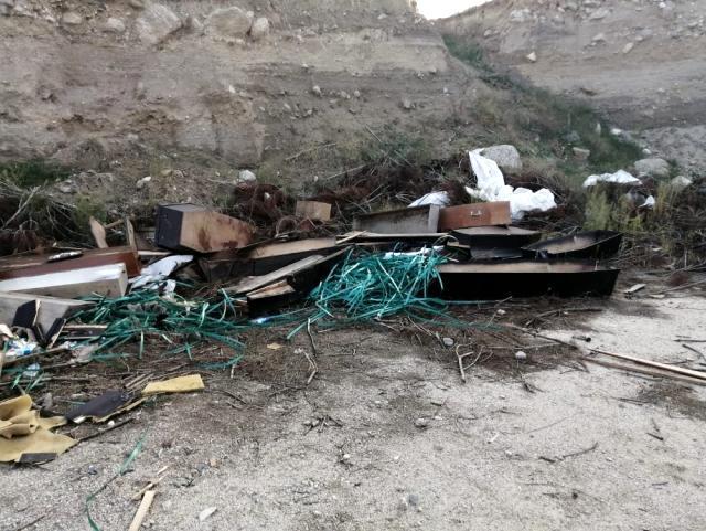 Denizli'de korkunç koronavirüs iddiası: Yol kenarında çok sayıda tabut ve koruyucu kıyafet bulundu