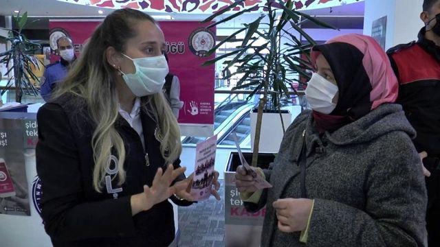 Erzurum'da kadın polisler Kadın Acil Destek Uygulamasını anlattı
