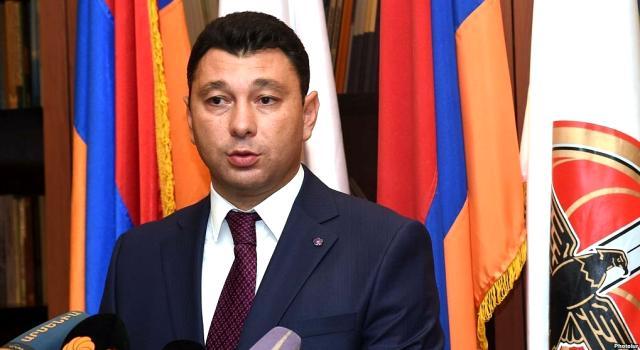 Ermeni siyasetçi Sharmazanov: Azerbaycan'a 50 milyar dolarlık tazminat yerine Zengezur verilecek