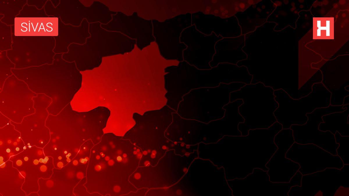 Sivas'ta Kovid-19 kısıtlamalarına uymayan kıraathane sahibi ve 16 müşteriye para cezası