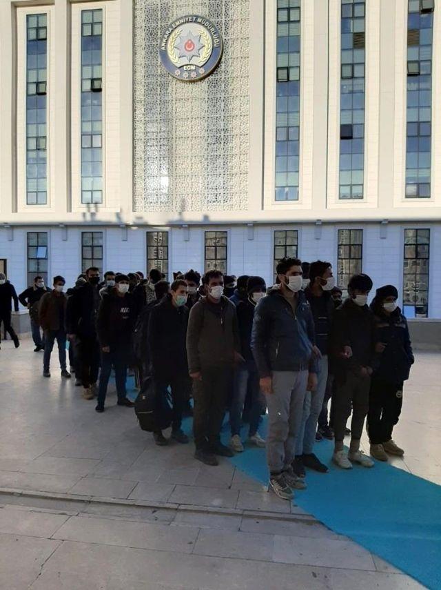 Başkent'te 2 göçmen kaçakçısı tutuklandı