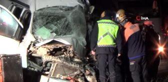 Afyon: Afyonkarahisar'da yolcu otobüsü ile kamyonet çarpıştı: 1 ölü 5 yaralı
