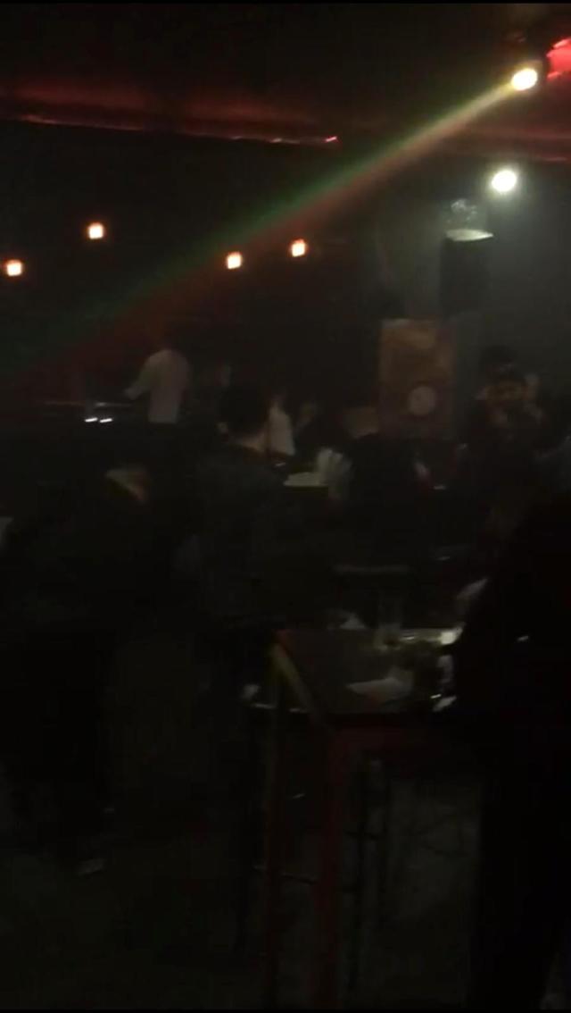 Korona kurallarının hiçe sayıldığı gece kulübüne polis baskını