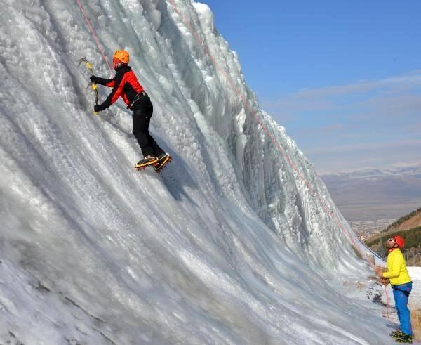 Palandöken'de 2020-2021 buz duvarı tırmanış sezonu açıldı