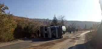 Ankara: Yola dökülen yağ çöp kamyonunu devirdi;1 yaralı