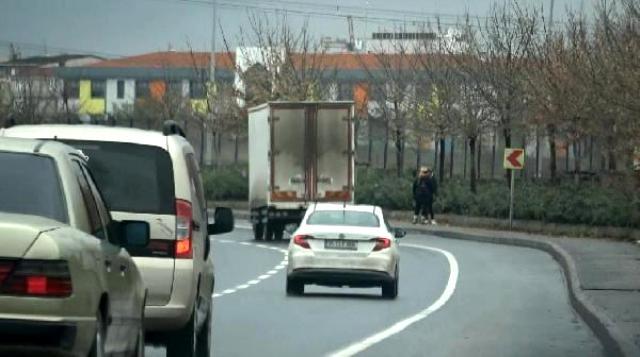 Korona morona dinlemiyorlar! İstanbul'da yol kenarında fuhuş pazarlığı kameralara yansıdı