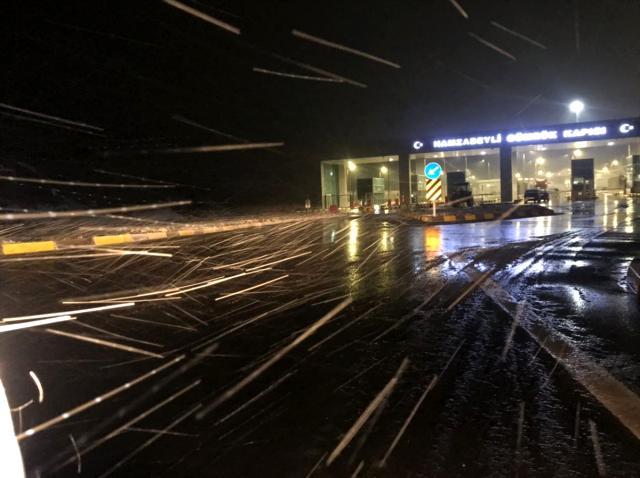 Edirne'de kar yağışı etkisini göstermeye başladı