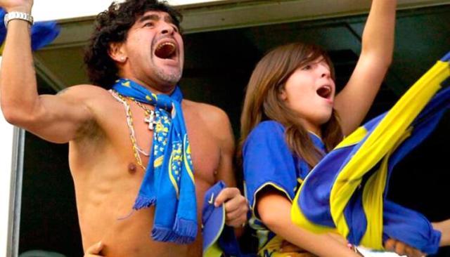 İlk kez babası olmadan Boca maçı izleyen Maradona'nın kızı, gözyaşlarına hakim olamadı