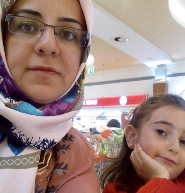 Konya'da iki çocuk annesi Selver hemşire, koronavirüs nedeniyle hayatını kaybetti