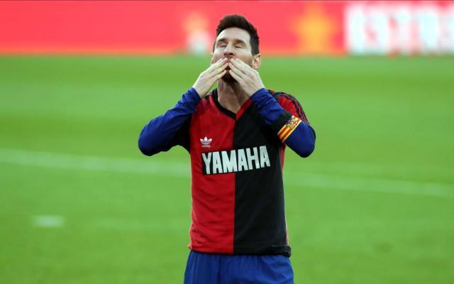 Messi, attığı golü Maradona'nın Newell's formasıyla kutlayarak efsaneyi andı