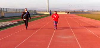 İstanbul: AFYONKARAHİSAR - Down sendromlu milli atlet Münevvere'nin motivasyon kaynağı annesi