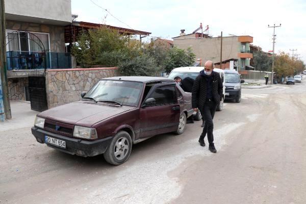 Çaldıkları otomobili, sokak ortasında bırakıp kaçtılar