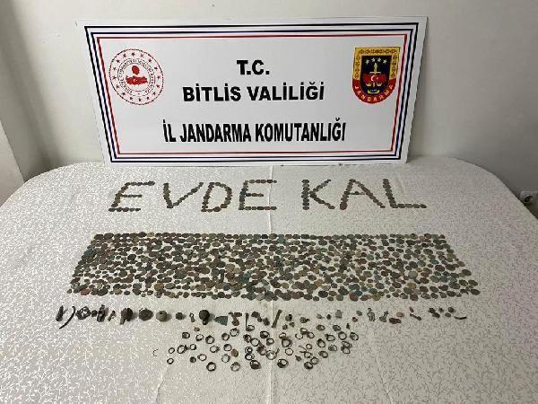 Kaçak kazı yapan definecilere suçüstü; bin adet sikke ele geçirildi, 2 gözaltı