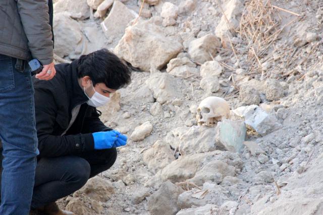 Yıkılmış metruk evde insan kafatası ve kemikler bulundu