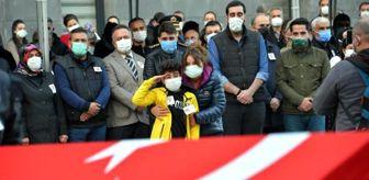 Antalya: Şehidimizin evladı, babasının tabutunun karşısına geçip selam durdu! Tören bitene kadar elini indirmedi