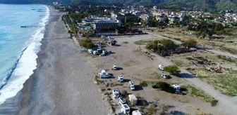 Antalya: Karavanda beş yıldızlı otellerin yanı başında izole yaşam