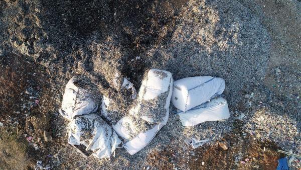 Avrupa'dan ithal edilen çöp, Adana'da yol kenarlarına dökülüyor