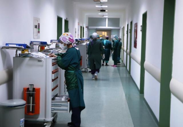 Korona hastasının isteği sağlık çalışanını ağlattı: Yalvarıyorum, biraz nefes verin