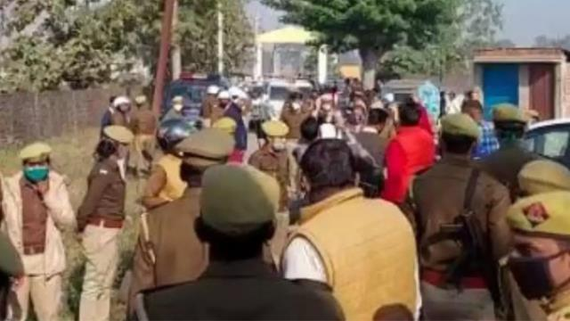 Hindistan'da yolsuzluk iddialarını haberleştiren muhabir evinde diri diri yakıldı