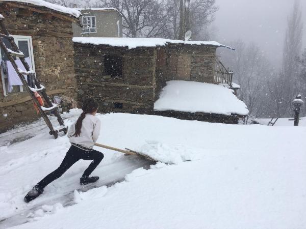 Bahçesaray'ın yüksekleri karla beyaza büründü (2)