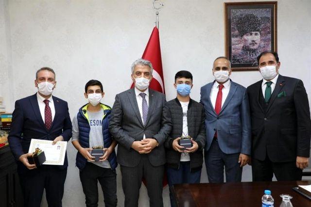 TÜBİTAK Proje Yarışmasında Türkiye birincisi olan öğrenciler ödüllendirildi