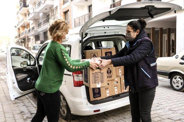 Büyükşehir'den zor durumda kalan esnafa gıda desteği