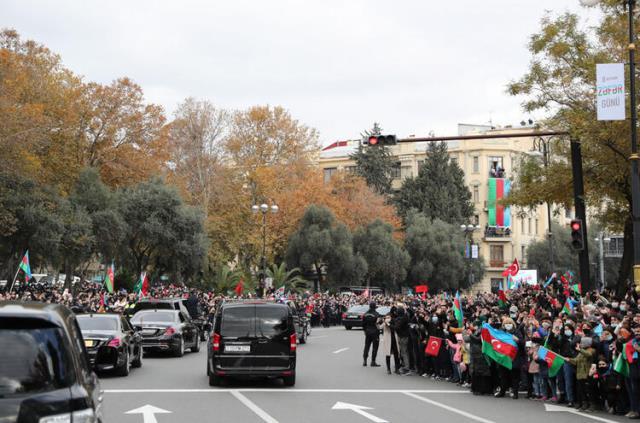 Erdoğan ve Aliyev, vasiyetini yerine getirdikleri Haydar Aliyev'in kabrini ziyaret etti