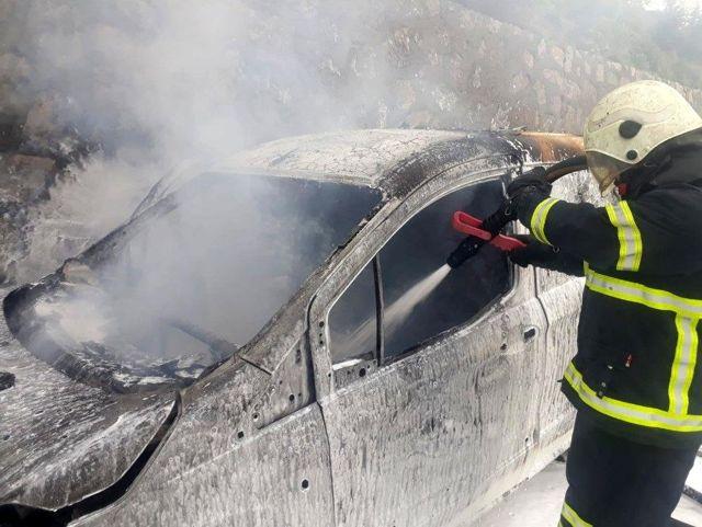 TEM'de hafif ticari araç alev alev yandı