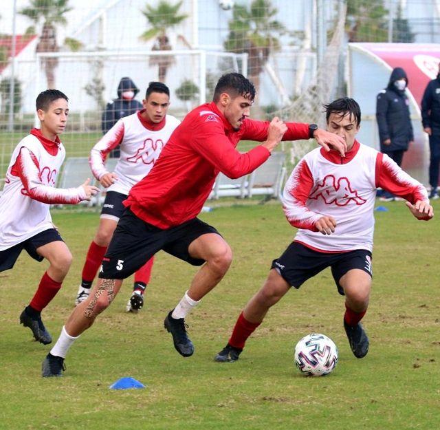 Antalyaspor'da Doğukan Sinik ile Bahadır Öztürk, 15 yaş altı takımıyla çalıştı