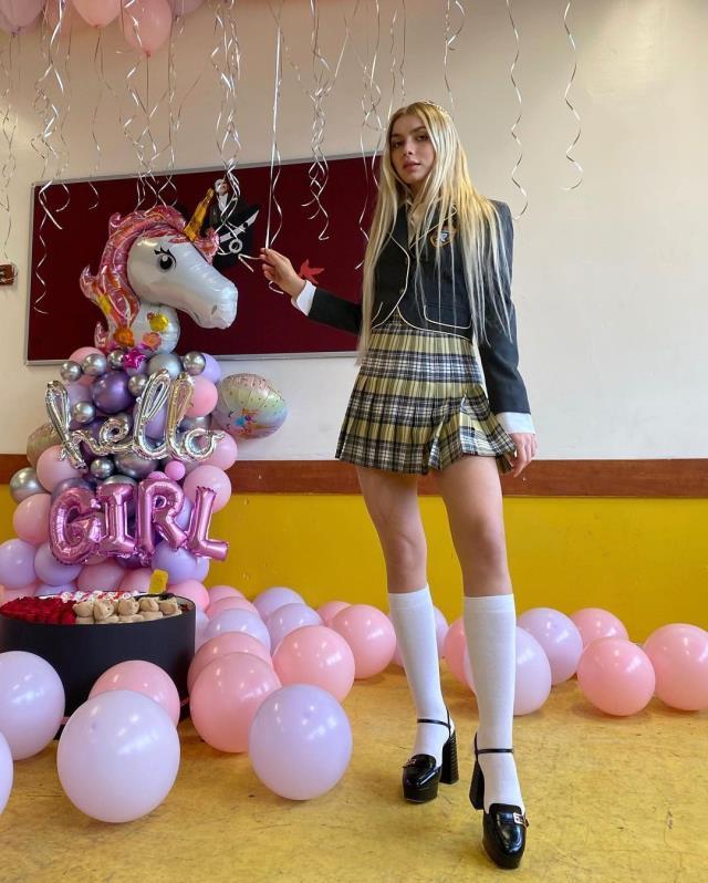 Aleyna Tilki'nin mini etekli dizi kostümü takipçilerini ikiye böldü