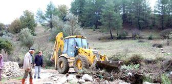 Mutlu Ulutaş: Kaş'ta belediye ekipleri zarar gören bölgede