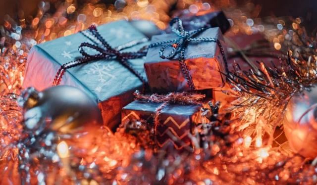 Πότε είναι τα Χριστούγεννα; Τι είναι τα Χριστούγεννα;  Ποια είναι η διαφορά μεταξύ των Χριστουγέννων και της Πρωτοχρονιάς;  Τα πιο όμορφα, εικονογραφημένα, σημαντικά μηνύματα και ρήσεις των Χριστουγέννων!
