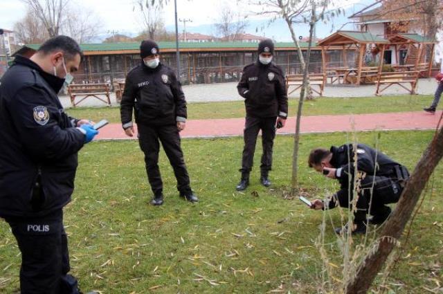 Parkta yürüyüş yapan genç kız bıçaklı saldırıya uğradı