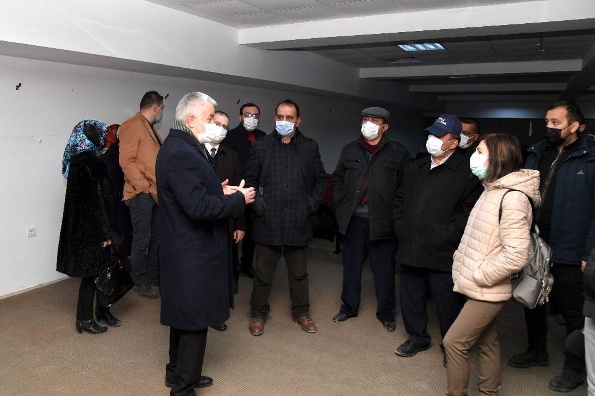 Isparta Belediye Başkanı Başdeğirmen, meclis üyelerine fuar alanındaki çalışmaları anlattı