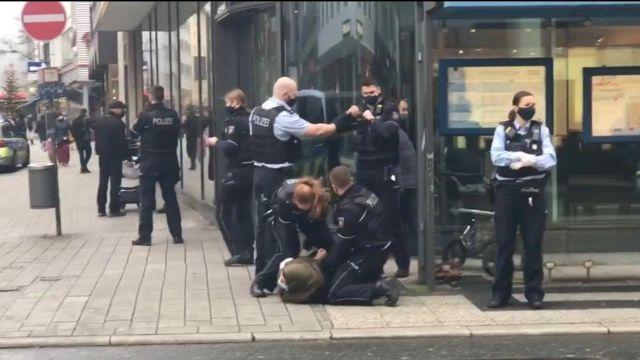 Son dakika haberi | Almanya'da başörtülü kadına şiddete polisten ilk açıklama