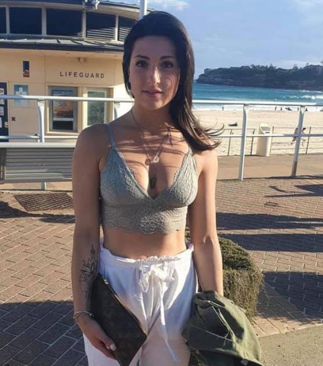 Genç kadın, 'Kıyafetin uygunsuz' denilerek gittiği restorandan kovuldu