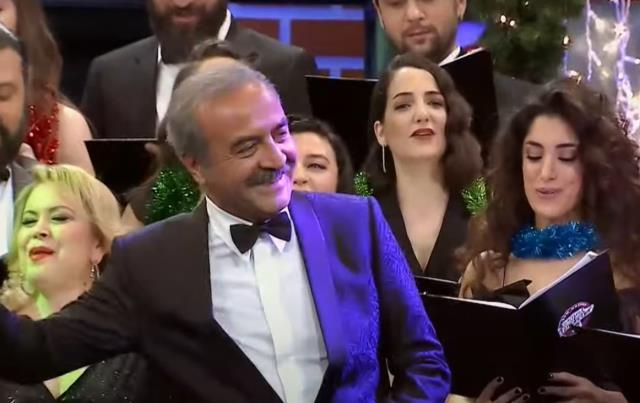 ÇGHB 2 yılbaşı konuğu  Cengiz Kurtoğlu kimdir? Çok Güzel Hareketler Bunlar  Cengiz Kurtoğlu kaç yaşında, nereli?
